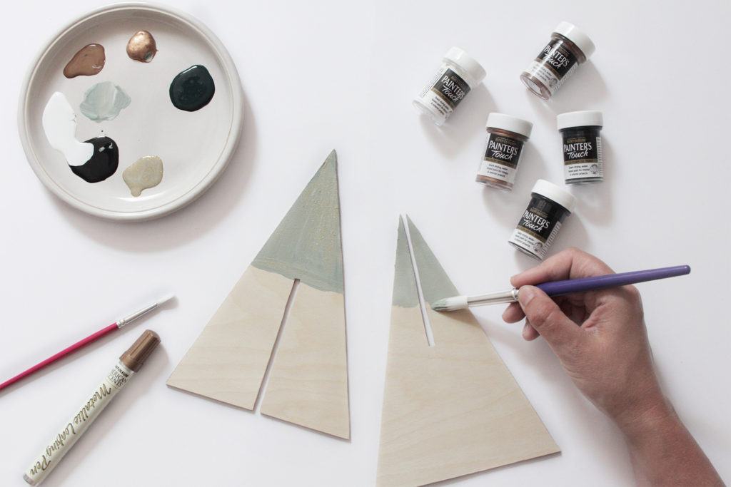 Painting top part of plywood pieces in silvery grey Rust-Oleum paint